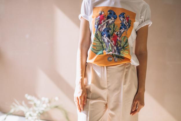 Bluzki damskie – najmodniejsze propozycje na lato