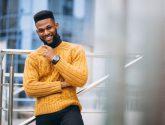 Jaki sweter męski kupić i jak go nosić?